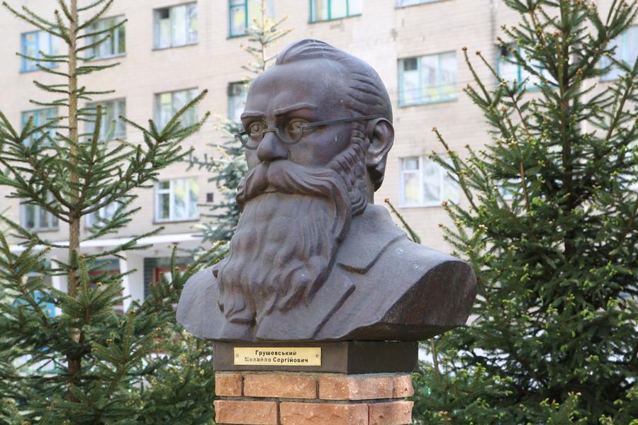 Грушевському Михайлу Сергійовичу пам'ятник
